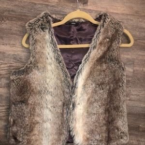 TEZENIS faux fur vest in size small